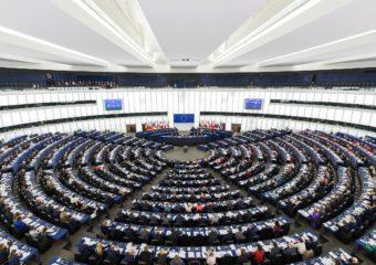 Ile zarabiają europosłowie?