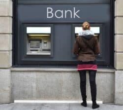 Co zrobić, gdybankomat niewypłacił pieniędzy, apobrał je zkonta?