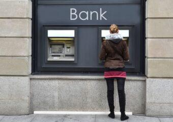 Bankomaty bezprowizji: którybank najlepiej wybrać?
