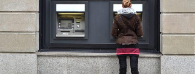 Co zrobić, gdy bankomat nie wypłacił pieniędzy, a pobrał je z konta?