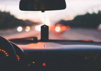 Darowizna samochodu – jak wygląda umowa, kiedy iwjakiej wysokości należy zapłacić podatek odspadków idarowizn?