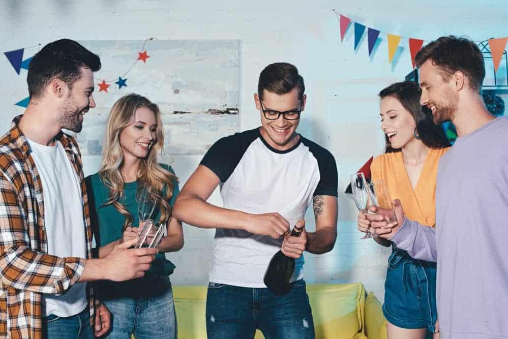 Jak oszczędzać na imprezowaniu?