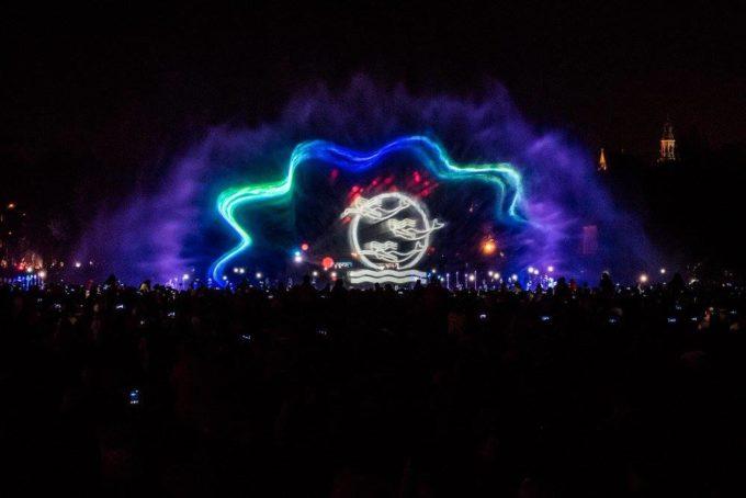 Pokazy świetlne wmultimedialnym parku fontann