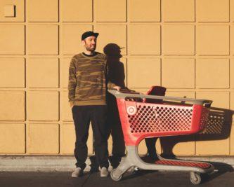 Programy lojalnościowe w supermarketach – gdzie zyskasz najwięcej?
