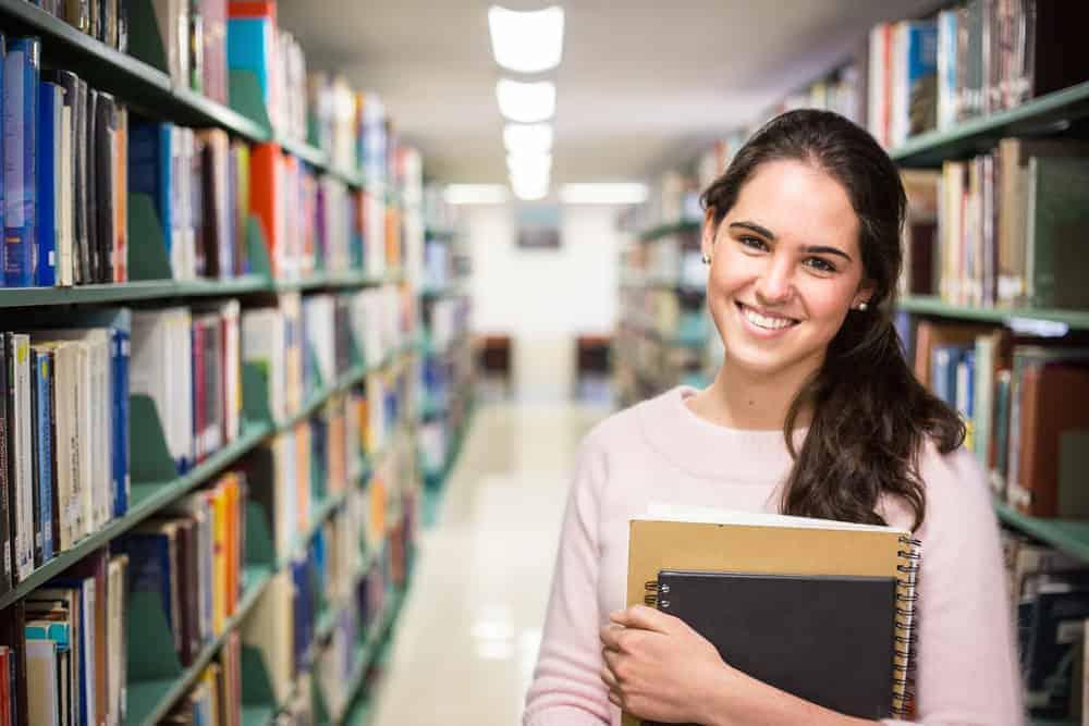 Jak oszczędzić na wydatkach związanych z uczelnią?