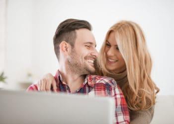 Wspólne konto bankowe – rachunek dla małżeństw, par i nie tylko