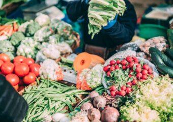 25 miejsc zezdrową żywnością wWarszawie – ekosklepy, biobazary itargi, które warto znać!