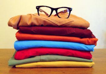 Gdzie sprzedać używane ubrania? Amoże lepiej oddać zadarmo?