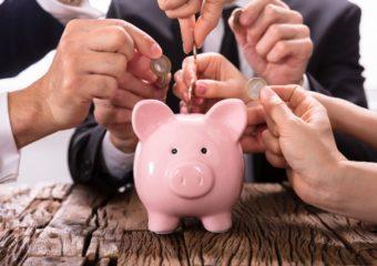 Najbogatsi najczęściej pilnują swoich finansów acoraz młodsi zaczynają oszczędzać