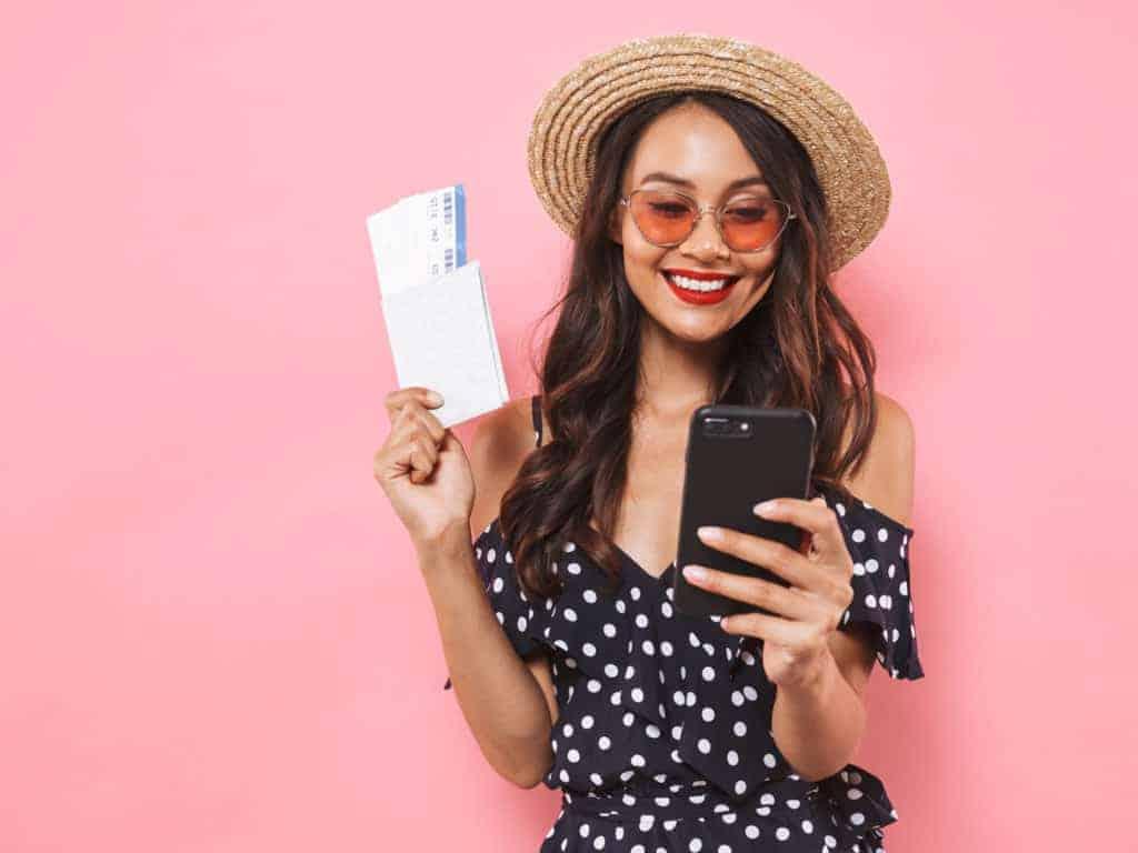 Bilet w telefonie? Sprawdzamy, jak płacić smartfonem w aplikacjach SkyCash, moBiLET, mPay i jakdojade (+opinie)