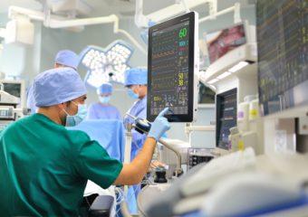 Ile zarabia lekarz?