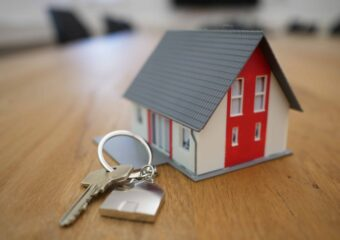 Sprzedaż mieszkania zkredytem hipotecznym – jak tozrobić ijakie formalności trzeba spełnić??