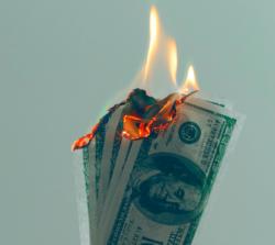 Brutal wbiałych rękawiczkach, czyli czym jest przemoc ekonomiczna?