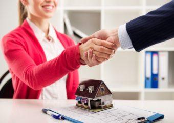 Odwrócona hipoteka – kredyt hipoteczny, wktórymtoinstytucja bankowa staje się kredytobiorcą
