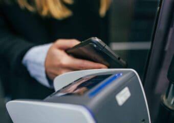 Jak działają płatności wtechnologii HCE?