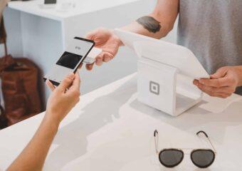 Jak płacić telefonem? Aplikacje mobilne itechnologie BLIK, Apple Pay, Google Pay, HCE