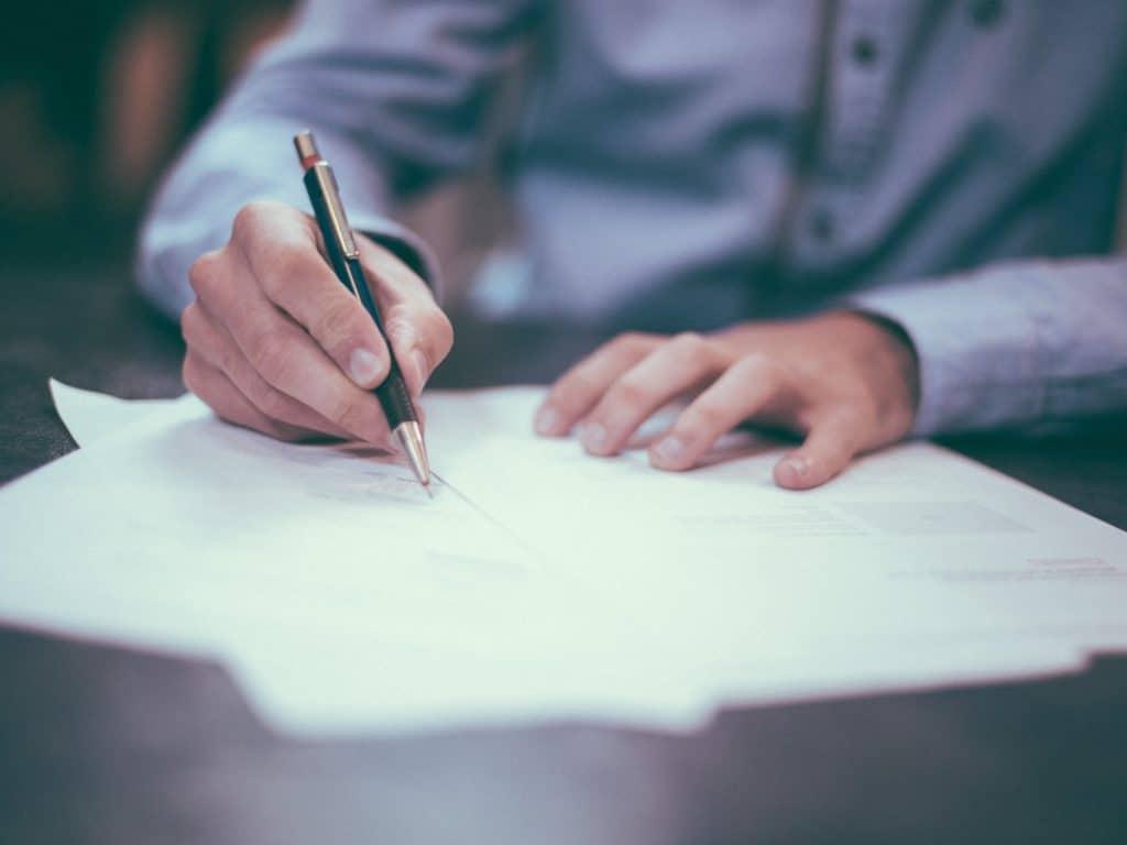 Przeniesienie kredytu hipotecznego do innego banku – jak to działa i kiedy się opłaca?