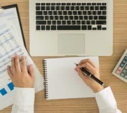 Zaświadczenie ozatrudnieniu izarobkach – co powinno zawierać? Sytuacje, wktórychtrzeba je dostarczyć